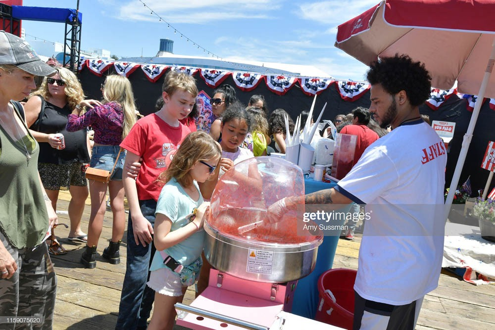 """SANTA MONICA, CALIFORNIA - JUNE 29: Fans wait for cotton candy at Netflix's """"Stranger Things"""" Season 3 Fun Fair at Santa Monica Pier on June 29, 2019 in Santa Monica, California. (Photo by Amy Sussman/Getty Images)"""