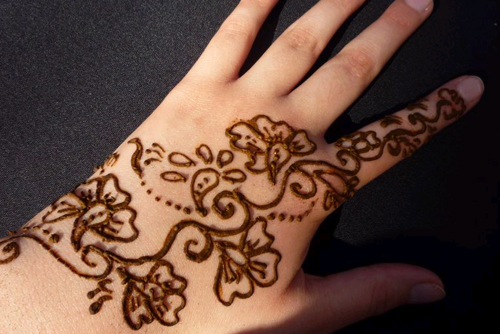 Henna Tattoo How Long Does It Last : How to make henna paste and apply skin