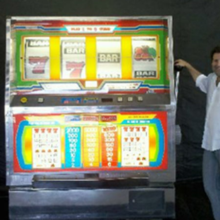 Big Bertha (Giant Slot Machine)
